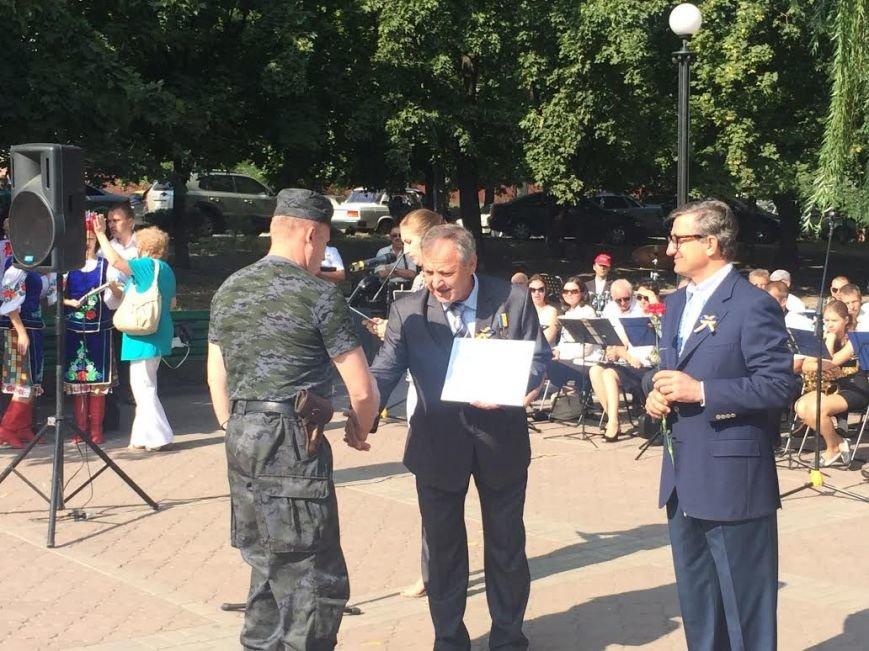 Ко Дню Независимости Украины. В Мариуполе возле Кобзаря активисты выразили недоверие мэру (ФОТО), фото-5