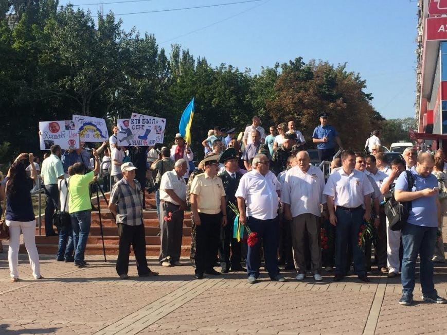 Ко Дню Независимости Украины. В Мариуполе возле Кобзаря активисты выразили недоверие мэру (ФОТО), фото-6