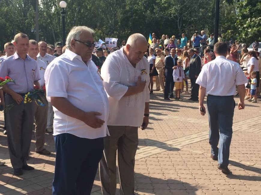 Ко Дню Независимости Украины. В Мариуполе возле Кобзаря активисты выразили недоверие мэру (ФОТО), фото-9