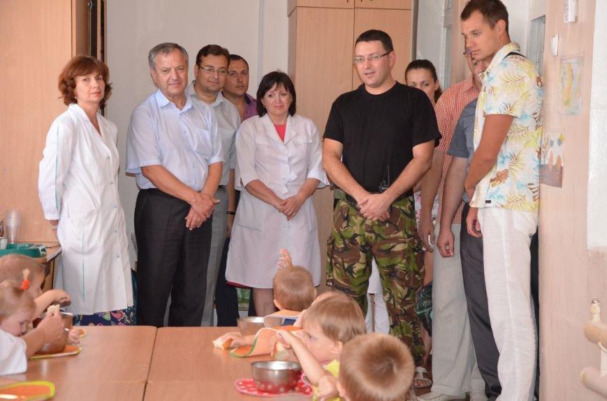 В Мариуполе Юрий Хотлубей и батальон «Днепр-1» навестили маленьких беженцев из Донецка (ФОТО), фото-27