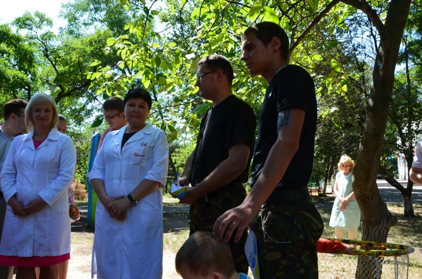 В Мариуполе Юрий Хотлубей и батальон «Днепр-1» навестили маленьких беженцев из Донецка (ФОТО), фото-13