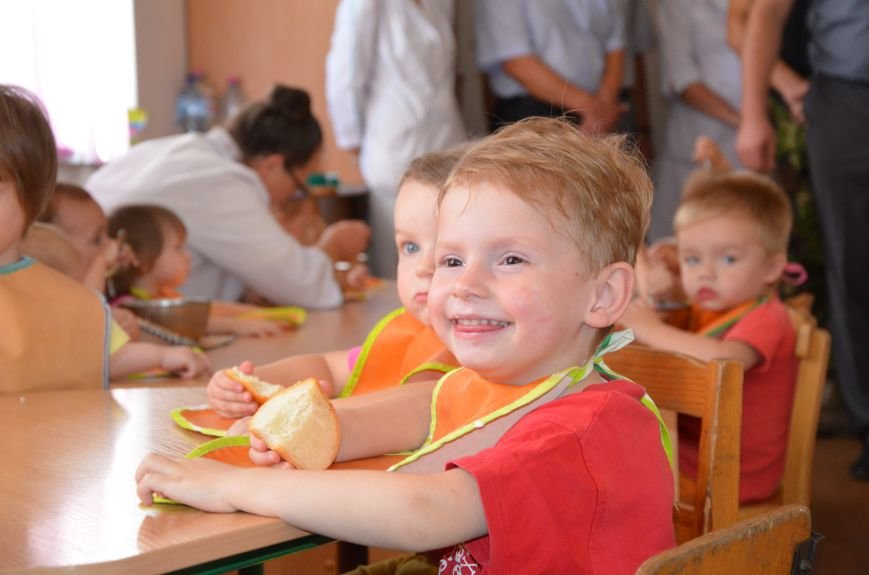 В Мариуполе Юрий Хотлубей и батальон «Днепр-1» навестили маленьких беженцев из Донецка (ФОТО), фото-28