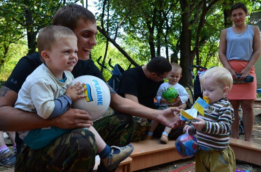 В Мариуполе Юрий Хотлубей и батальон «Днепр-1» навестили маленьких беженцев из Донецка (ФОТО), фото-21