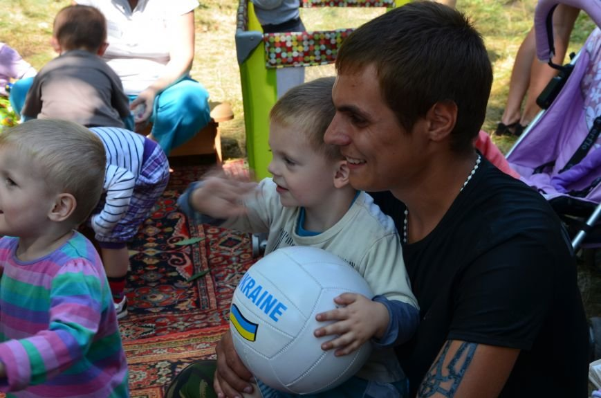 В Мариуполе Юрий Хотлубей и батальон «Днепр-1» навестили маленьких беженцев из Донецка (ФОТО), фото-23