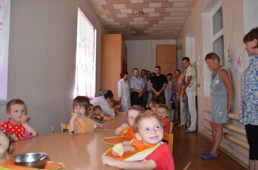 В Мариуполе Юрий Хотлубей и батальон «Днепр-1» навестили маленьких беженцев из Донецка (ФОТО), фото-26