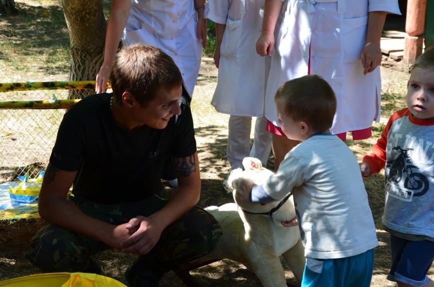 В Мариуполе Юрий Хотлубей и батальон «Днепр-1» навестили маленьких беженцев из Донецка (ФОТО), фото-7