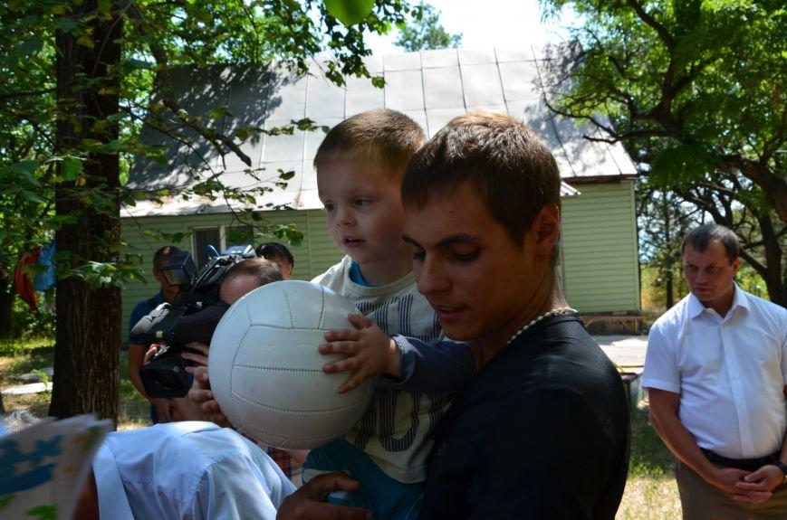 В Мариуполе Юрий Хотлубей и батальон «Днепр-1» навестили маленьких беженцев из Донецка (ФОТО), фото-17