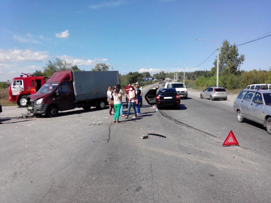 В Ульяновске случилась авария с участием трех автомобилей, фото-1