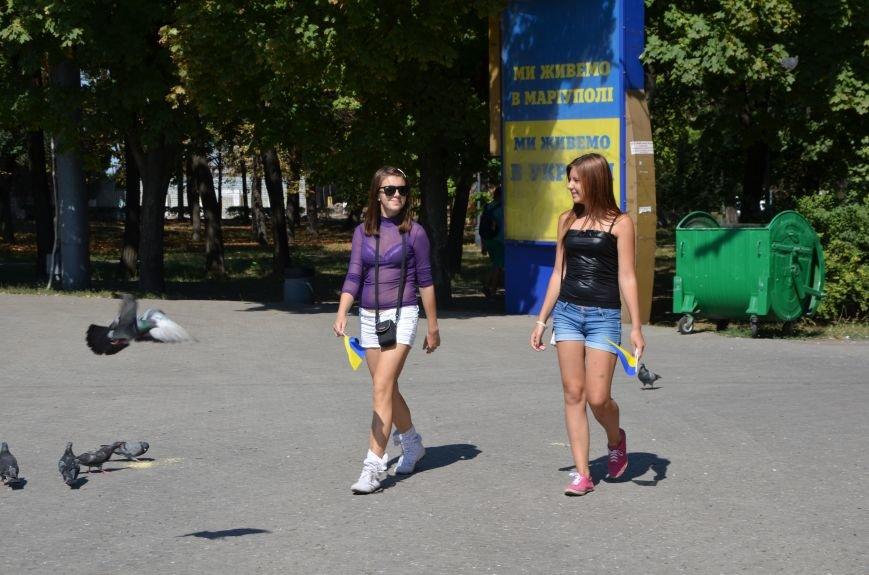 В Мариуполе тысячи флагов раздали за 5 минут? (ФОТО), фото-1