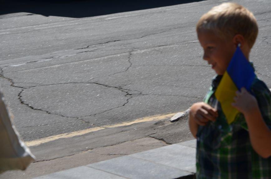 В Мариуполе тысячи флагов раздали за 5 минут? (ФОТО), фото-2