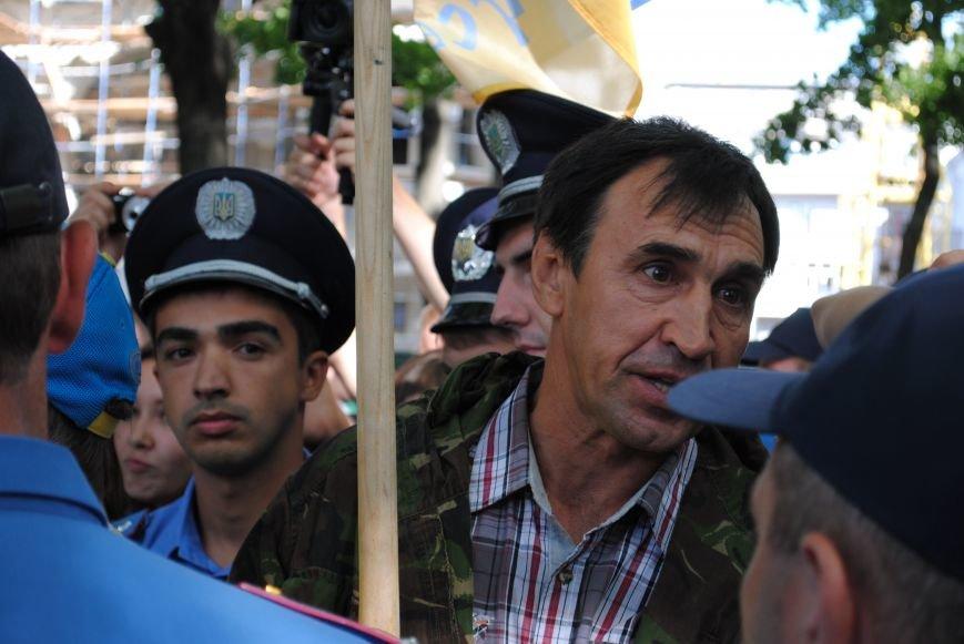 На «Зеркальной струе» произошла потасовка между евромайдановцами и милиционерами из-за российского журналиста, фото-6