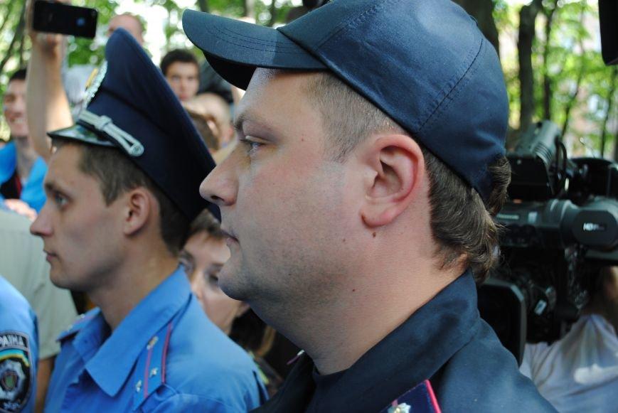 На «Зеркальной струе» произошла потасовка между евромайдановцами и милиционерами из-за российского журналиста, фото-5