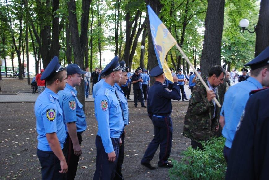 На «Зеркальной струе» произошла потасовка между евромайдановцами и милиционерами из-за российского журналиста, фото-1