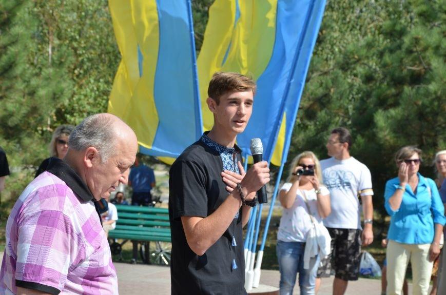 Мариупольцы на митинге в честь Дня Независимости написали письмо Петру Порошенко (ФОТОРЕПОРТАЖ), фото-29