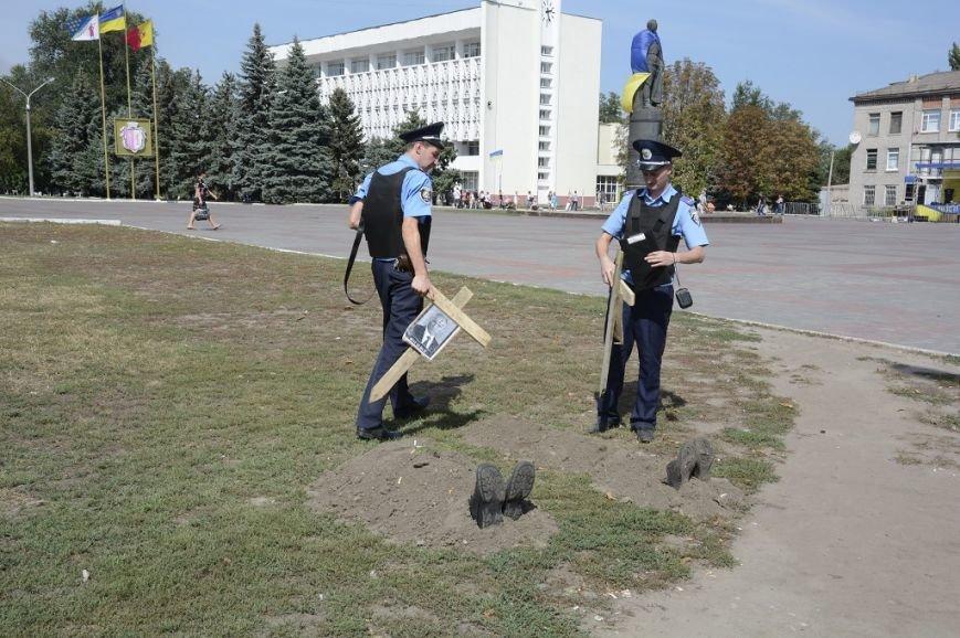 В Днепродзержинске «осквернили» могилы Путина и Януковича, фото-1