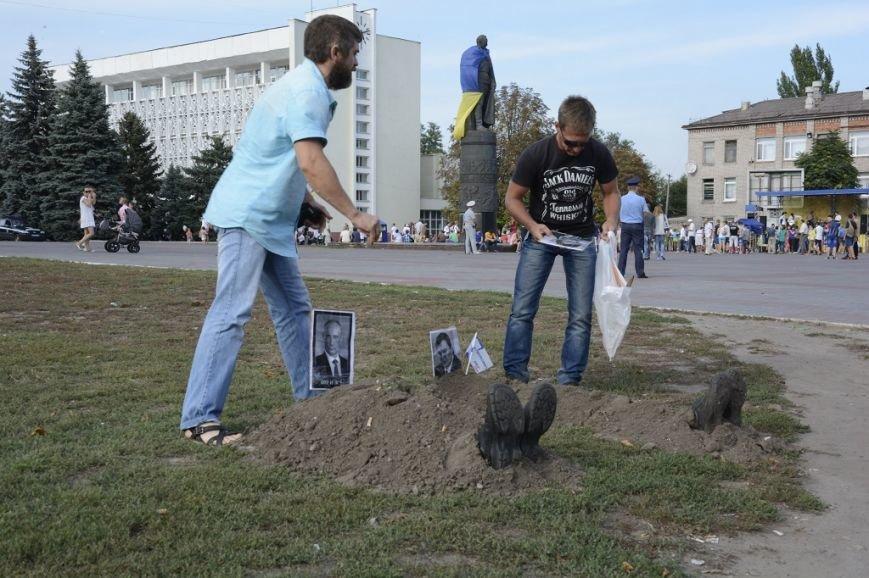 Символические могилы Путина и Януковича восстановлены, фото-1