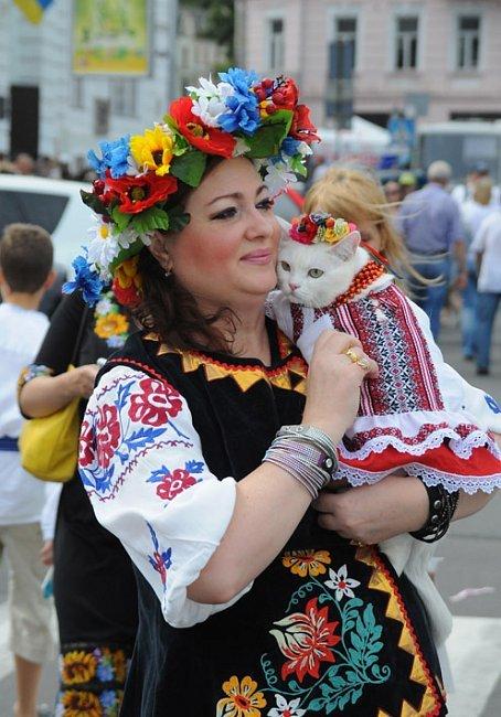 Многотысячный парад вышиванок в Киеве! Непрошенных «любителей России» участники шествия вышвырнули на обочину (ФОТО), фото-2