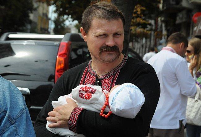 Многотысячный парад вышиванок в Киеве! Непрошенных «любителей России» участники шествия вышвырнули на обочину (ФОТО), фото-5