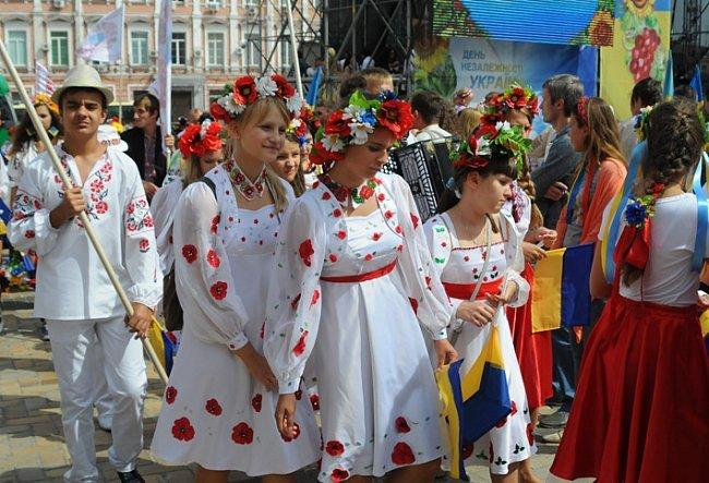 Многотысячный парад вышиванок в Киеве! Непрошенных «любителей России» участники шествия вышвырнули на обочину (ФОТО), фото-1