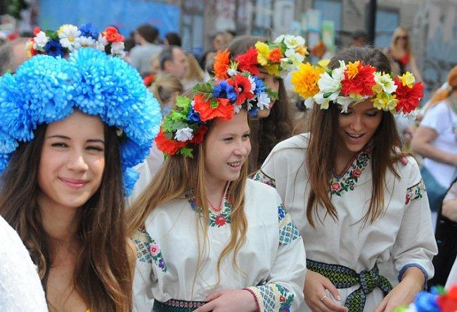 Многотысячный парад вышиванок в Киеве! Непрошенных «любителей России» участники шествия вышвырнули на обочину (ФОТО), фото-4