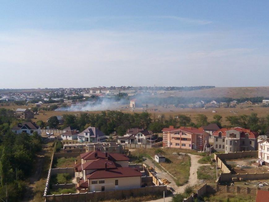 В Симферополе горело поле с самозахватами (ФОТО), фото-2