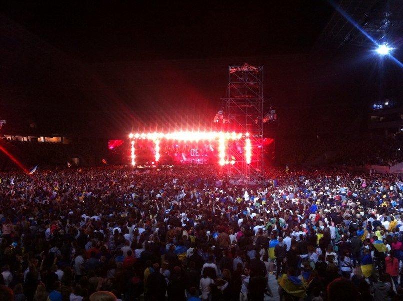 11ebf17f6c3be70bc48167219fc2f3f2 40 тыс. украинцев исполнили гимн на концерте  во Львове (видео)