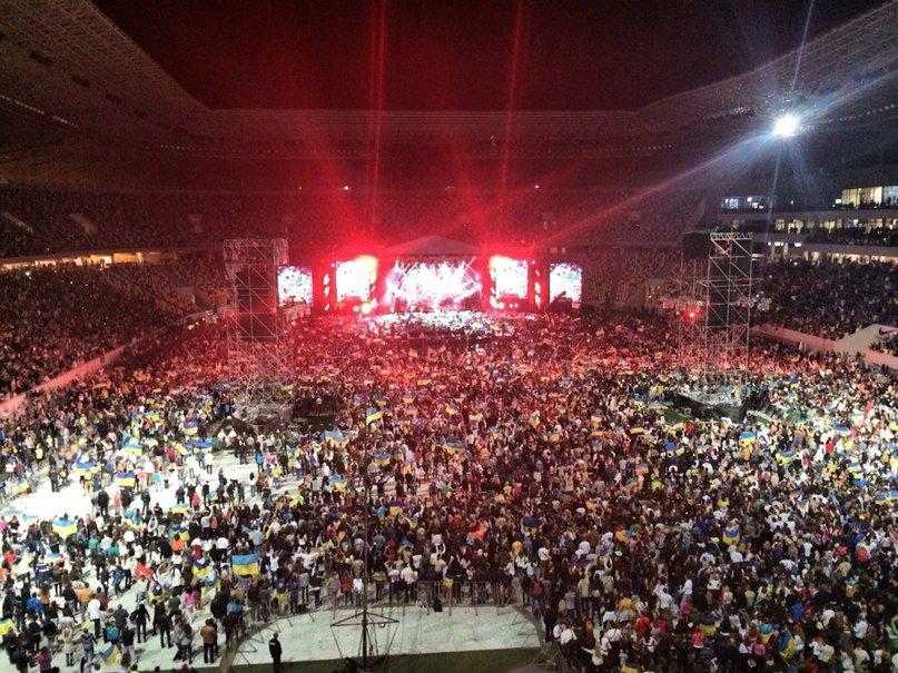 2c2a2b40fc78d31c847cb7b2f6cfdf87 40 тыс. украинцев исполнили гимн на концерте  во Львове (видео)