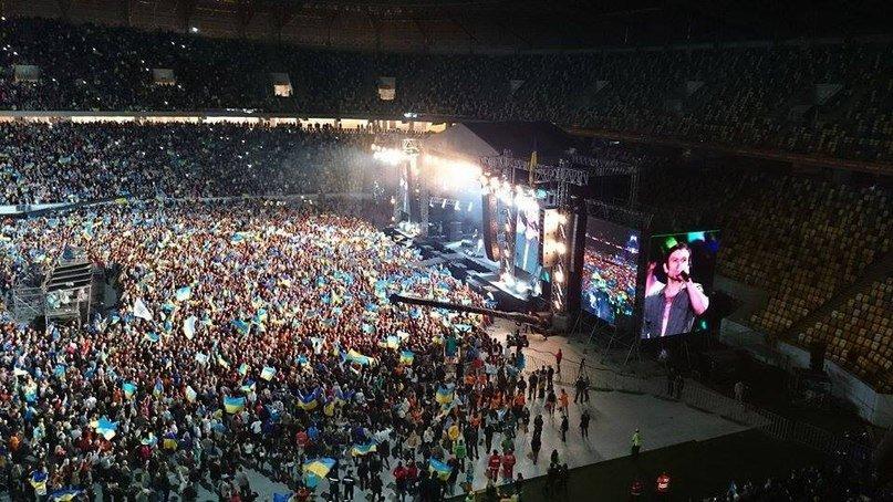 60a05f231f6836194874d8d7ee47a988 40 тыс. украинцев исполнили гимн на концерте  во Львове (видео)