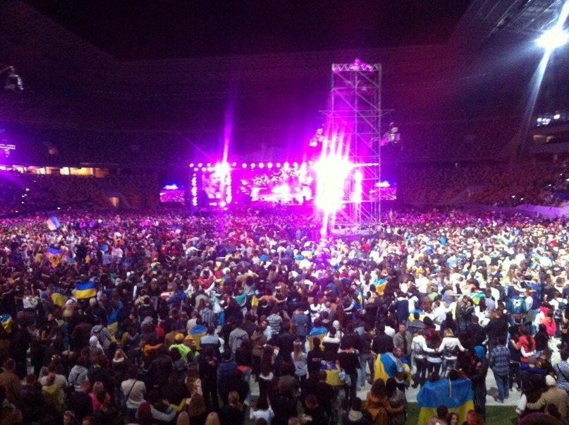 60e7b65745ec98ff9800550abe94211d 40 тыс. украинцев исполнили гимн на концерте  во Львове (видео)