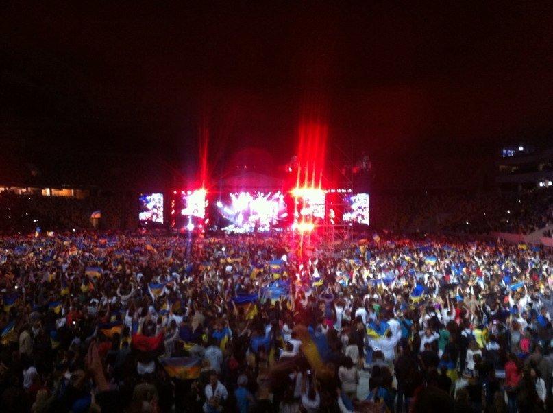 70977b07871c620e553f4109a10a5a8e 40 тыс. украинцев исполнили гимн на концерте  во Львове (видео)