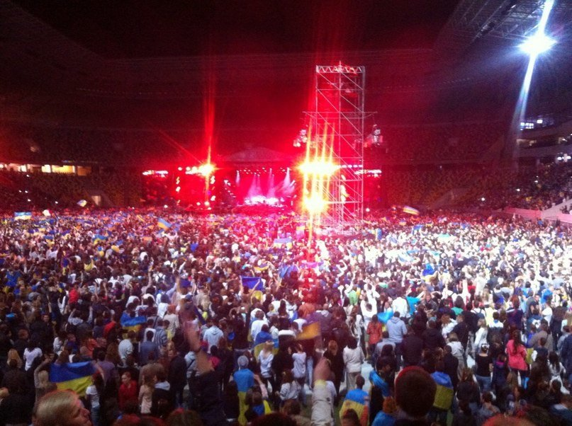 77002a2907bd3843903c6f5cb788185c 40 тыс. украинцев исполнили гимн на концерте  во Львове (видео)
