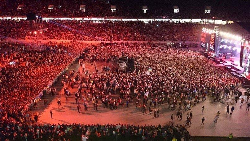 7744627ebe1545f93db51c707af82239 40 тыс. украинцев исполнили гимн на концерте  во Львове (видео)