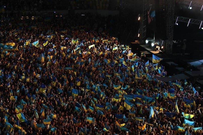 c6b17a6c923619ea0688abe3667b34d6 40 тыс. украинцев исполнили гимн на концерте  во Львове (видео)
