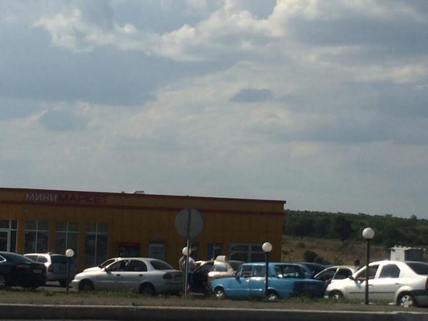 Мариупольцы скупают воду, продукты и выезжают из города, фото-5