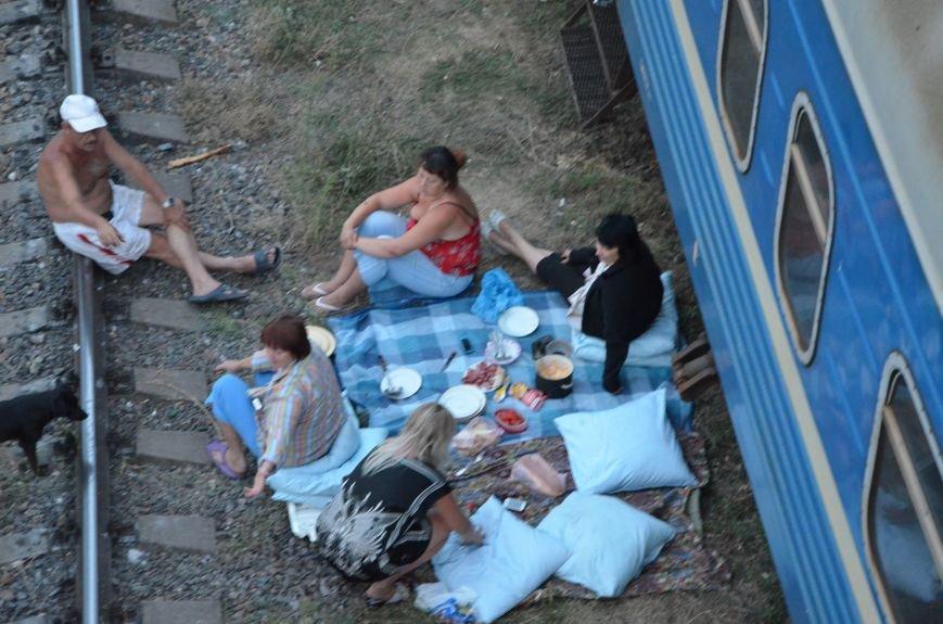 В Мариуполе в трех поездах живут беженцы из Луганска, Донецка и Ясиноватой (ФОТО), фото-1