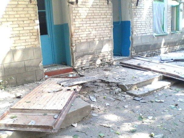 В Новоазовске снаряд взорвался возле больницы. Пострадали 4 человека (Дополнено, ФОТО+ВИДЕО), фото-5