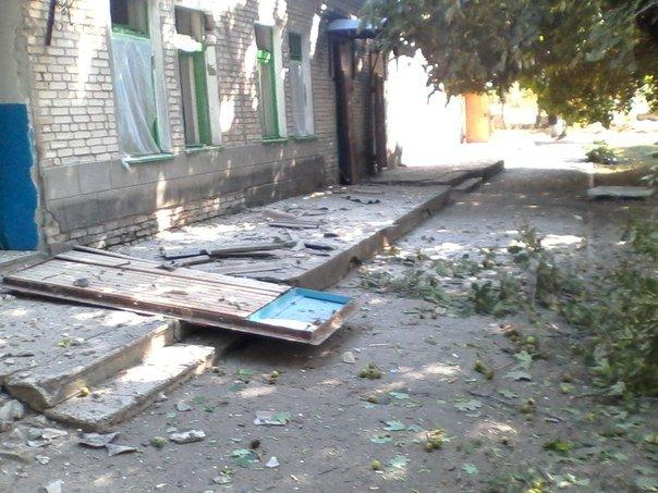 В Новоазовске снаряд взорвался возле больницы. Пострадали 4 человека (Дополнено, ФОТО+ВИДЕО), фото-4