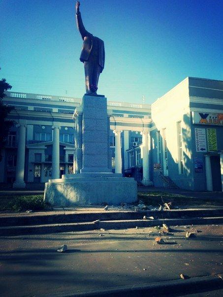 В Харькове неизвестные начинают сносить памятники Ленину, фото-1