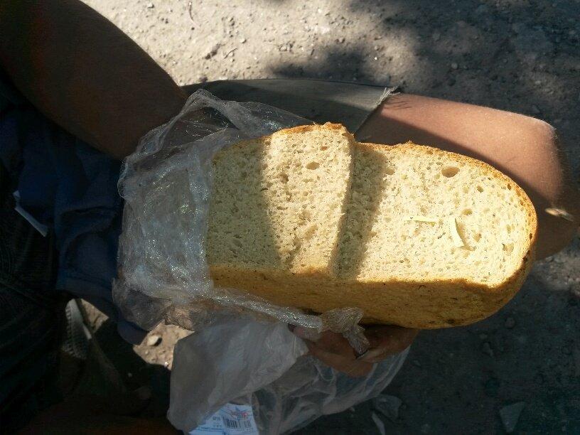 В Мариуполе продавался хлеб с кусочками резины (ФОТО), фото-1
