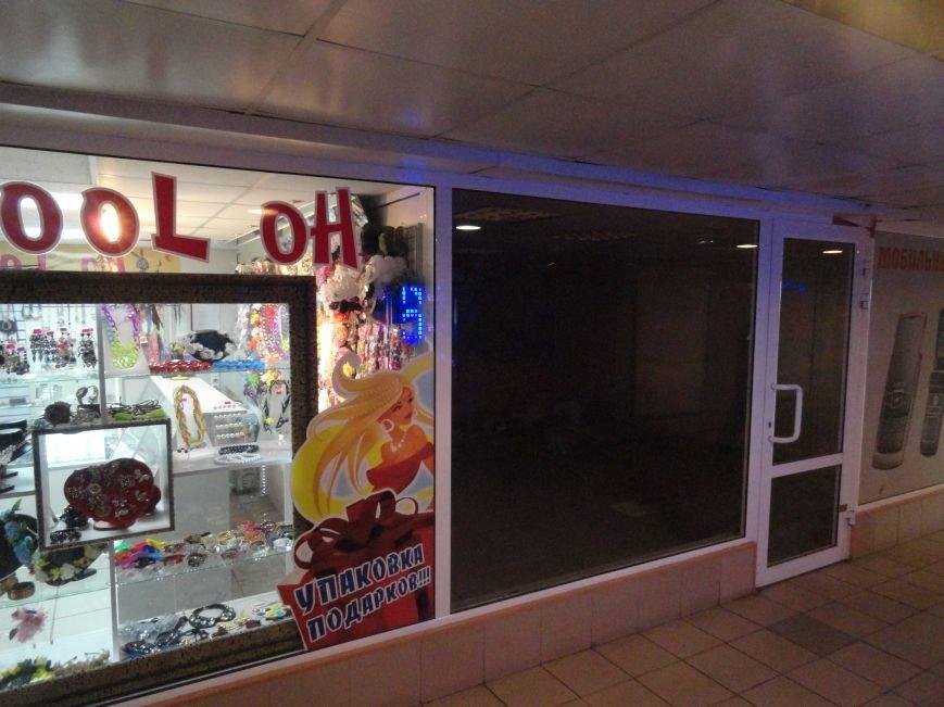 В Мариуполе закрылись магазины, торгующие одеждой и золотом. Продуктов хватает (ФОТО), фото-1