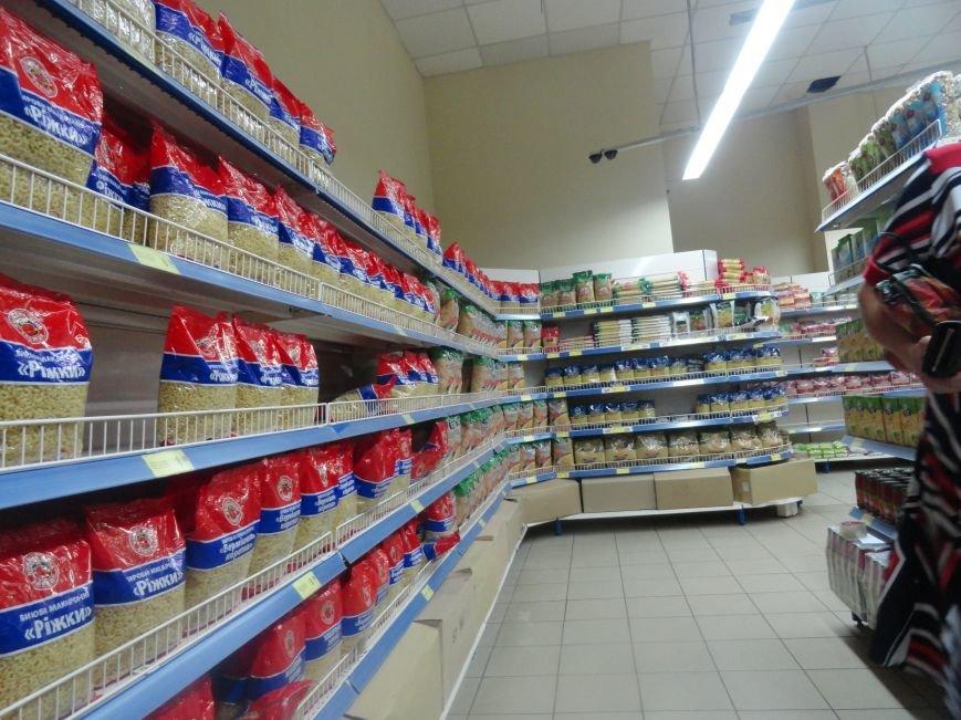 В Мариуполе закрылись магазины, торгующие одеждой и золотом. Продуктов хватает (ФОТО), фото-3