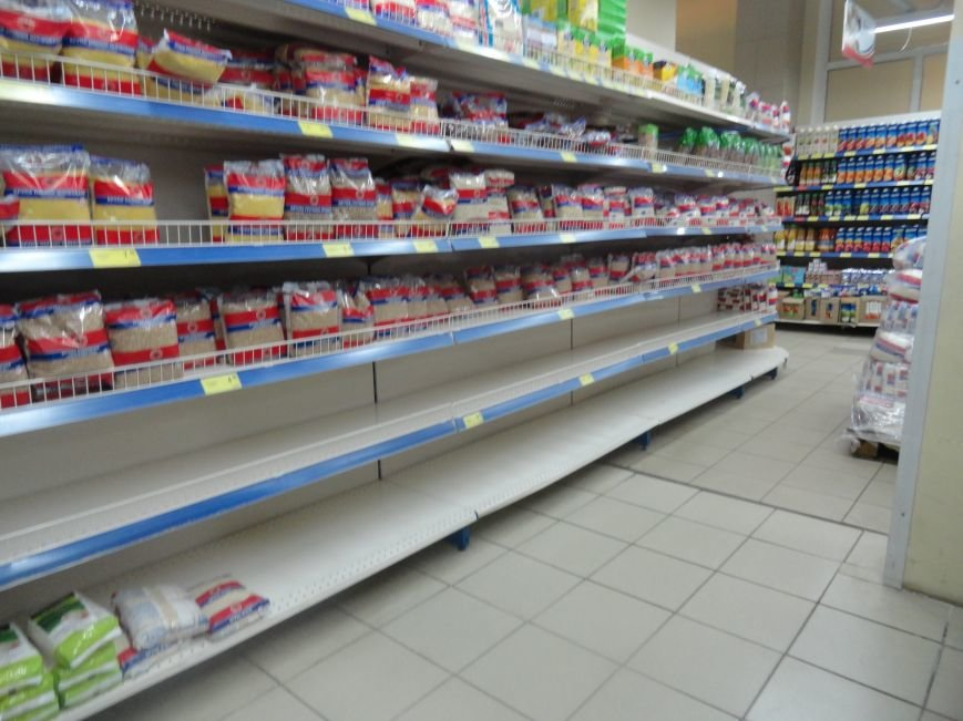 В Мариуполе закрылись магазины, торгующие одеждой и золотом. Продуктов хватает (ФОТО), фото-4