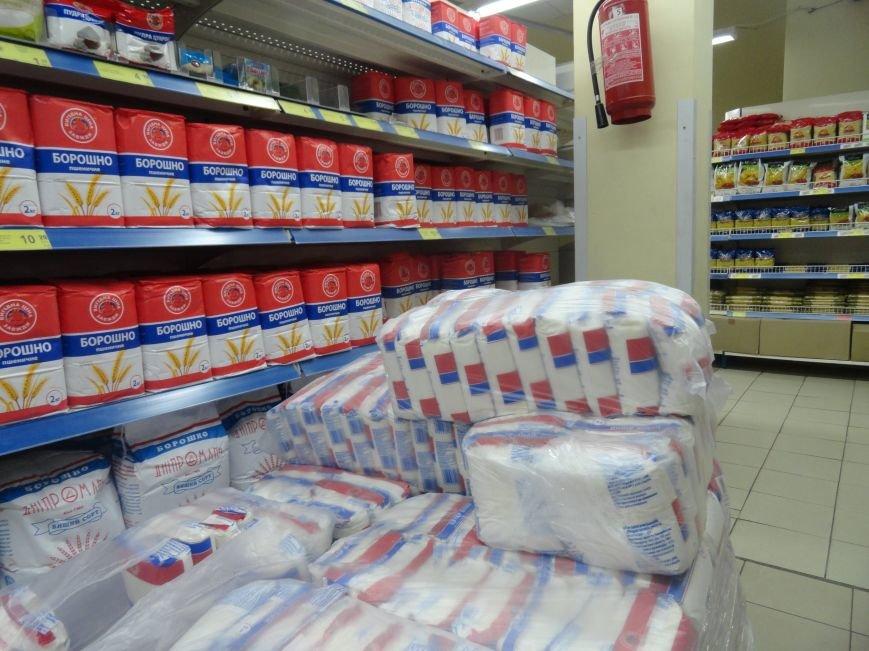 В Мариуполе закрылись магазины, торгующие одеждой и золотом. Продуктов хватает (ФОТО), фото-5