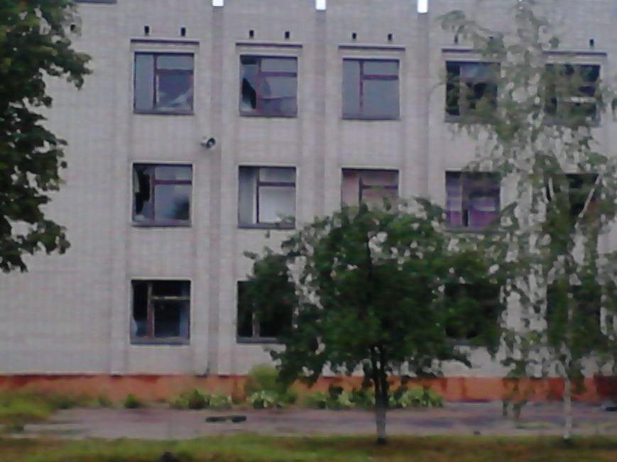На Сумщине в Шостке обстреляли военкомат и подорвали 2 милицейские машины (ФОТО+ВИДЕО), фото-1