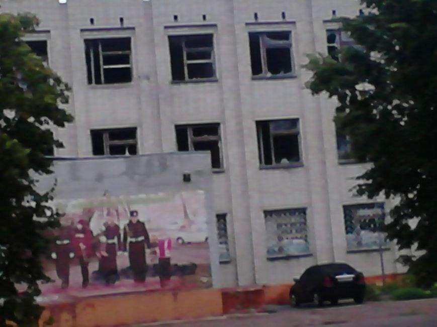 На Сумщине в Шостке обстреляли военкомат и подорвали 2 милицейские машины (ФОТО+ВИДЕО), фото-8