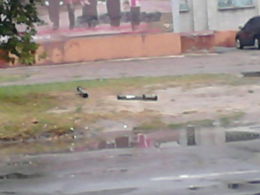 На Сумщине в Шостке обстреляли военкомат и подорвали 2 милицейские машины (ФОТО+ВИДЕО), фото-6
