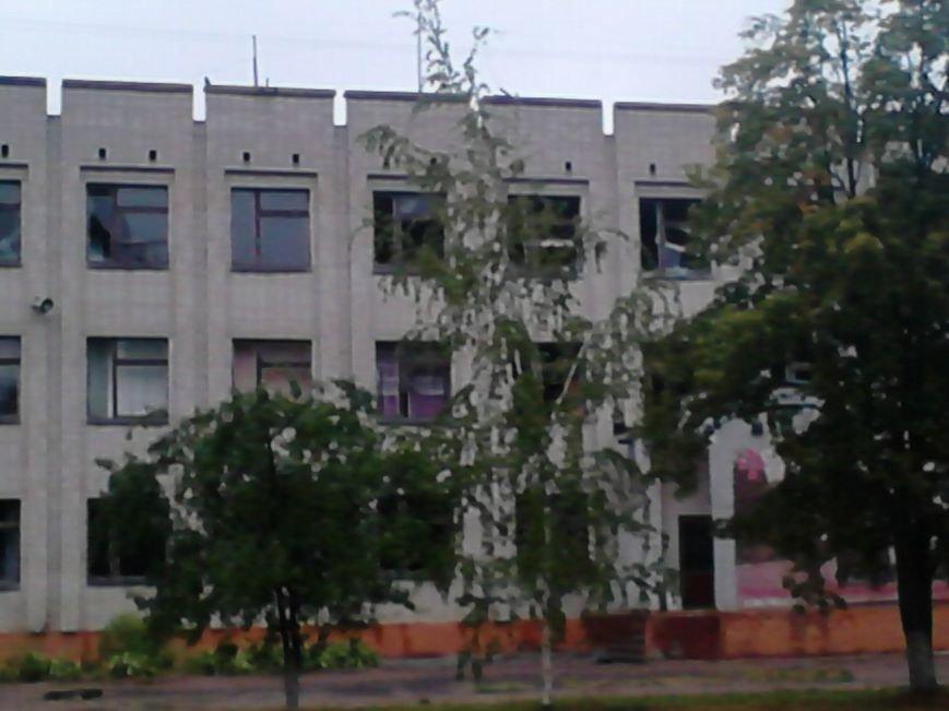 На Сумщине в Шостке обстреляли военкомат и подорвали 2 милицейские машины (ФОТО+ВИДЕО), фото-4