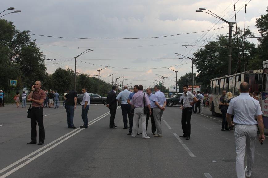 Родственники бойцов 40-го БТО были вынужденны перекрывать трассу Кривой Рог - Днепропетровск, фото-1