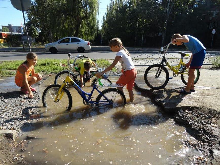 В Мариуполе детвору порадовал порыв на водоводе (Фотофакт), фото-2