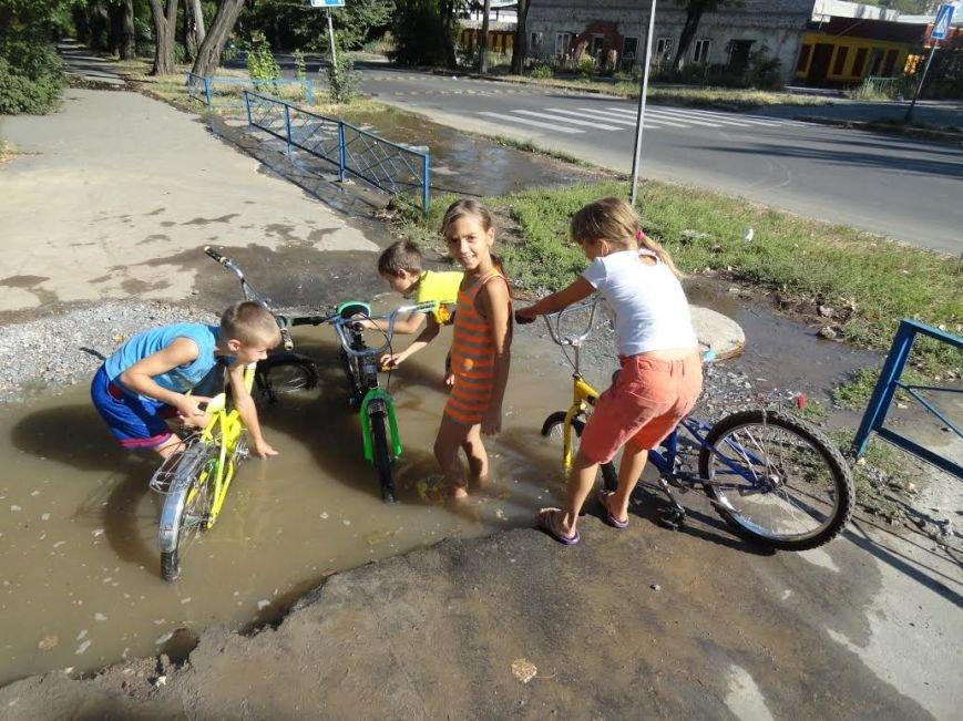 В Мариуполе детвору порадовал порыв на водоводе (Фотофакт), фото-3